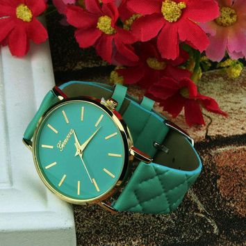 VONE7HQ Quilted Quartz  Analog Wrist Watch