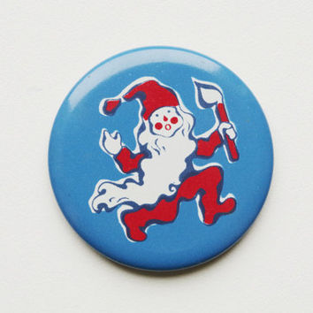 Vintage 4 cm (1.57'') Santa Claus St nick elf fairytale story christmas snow pin brooch badge token clasp pinion tin aluminum cordon band