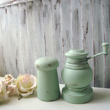 Mint Green Salt and Pepper Set, Pastel Green Vintage Pepper Grinder and Salt Shaker, Shabby Chic, Mismatched Eclectic Green Pepper Mill