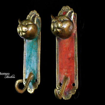 Coat Hook, Key Holder-Cat Theme Handcast Brass Sculpture Coat Rack-Red And Green Wise Cat (Set of 2)