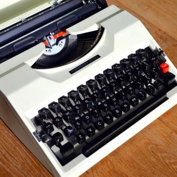 Christmas SALE! - RARE Techno Font - Beautiful white Torpedo 10/40 Typewriter - Working Perfectly