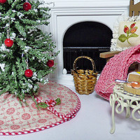 Victorian Dollhouse Christmas Tree Skirt Miniature Scale Artisan Hand Made Shabby Chic Santa Holiday Decoration Pink Doll Houses Accessory