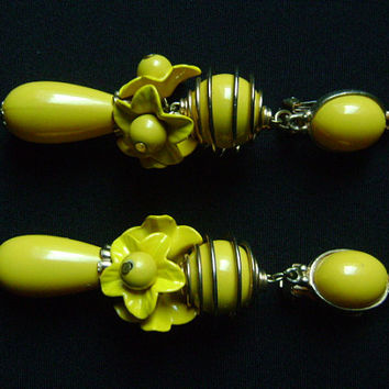 Amazing Retro POP Bright Yellow Lemon Metal Flower Fancy Lucite Drop Dangling Runway Earrings Unsigned Designer Vintage Piece MIRIAM HASKEL?