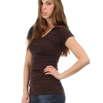 BROWN V-NECK BASIC TEE WITH CINCHED SIDES