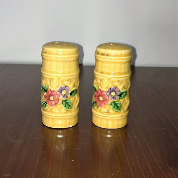Vintage 1960s Faux Wood Ceramic Salt and Pepper Shakers with Floral Design / Made in Japan