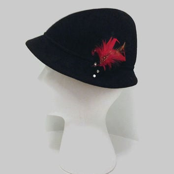 1950s Hat / Vintage Womens Black Felt Tyrolean Hat or Cloche Hat with Red Feather Accent
