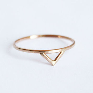 Gold Spike Ring, Solid 14 kt Gold Chevron Ring, Triangle Ring, Thin Ring, SImple Ring, Dainty Gold Ring