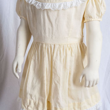 1940s yellow cotton dress w/eyelet lace trim. Midcentury, baby boomer. Toddler