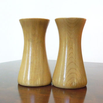 Hourglass wooden salt and pepper shakers - Minimalist retro modernist wooden salt pepper set