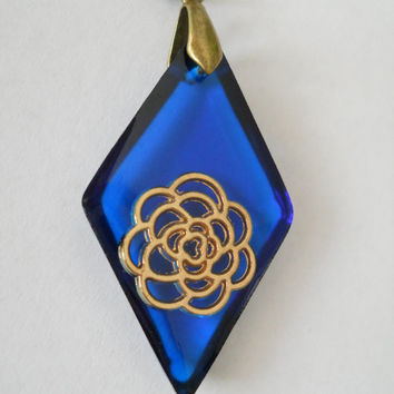 Deep blue pendant, rhombus pendant, golden rose resin pendant, resin jewelry, golden rose jewelry, antique brass necklace, lapis blue resin