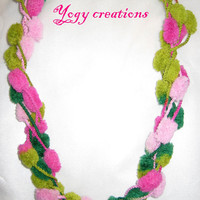 Pompom necklace for winter by Yogy's