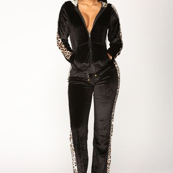 The Purrfect Velour Lounge Set - Black/Leopard