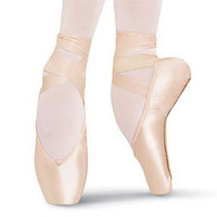 Heritage Pointe Shoe; Bloch