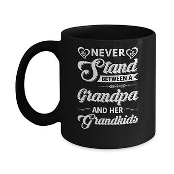 Never Stand Between A Grandpa And His Grandkids Fathers Day Mug