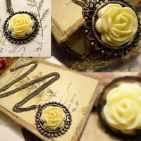 Change Lovely Retro Style Flower Round Pendant Chain Fashion Sweater Coat Long Necklace