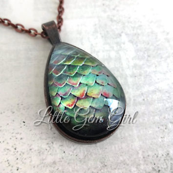 Glowing Dragon Egg Pendant - 8 Colors Available - Glow in the Dark Magical Dragon Egg Necklace - FairyTale Fantasy Sci Fi Dragon Slayer