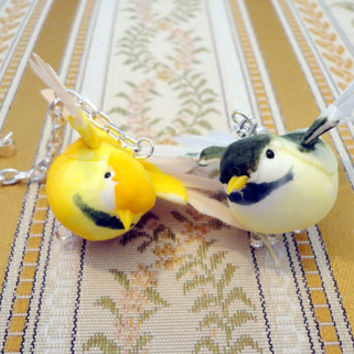 Flying bird earrings in yellow and green and by NellinShoppi