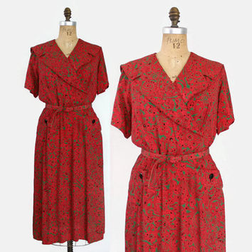 40s Red and Green Paisley Rayon DAY DRESS / 1940s Crepe Dress with Shawl Collar & Pockets L