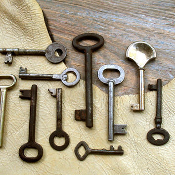 Old Keys - 10 Genuine Vintage Skeleton Keys (T-75b).