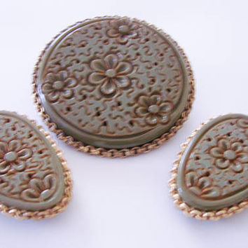 Rare Art Deco Olive Green Bakelite Brooch Dress Clips Parure / Very Large / Intricately Carved / Vintage Jewelry / Jewellery