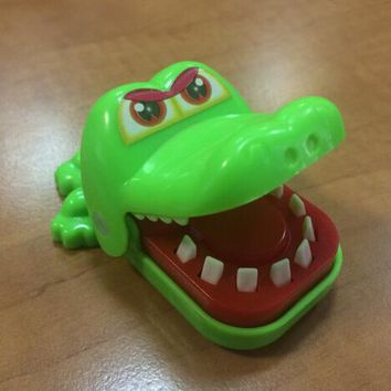 House Keeping Creative Chidlren Kid Crocodile Mouth Dentist Bite Finger Game Funny Gags Toy Colors Random