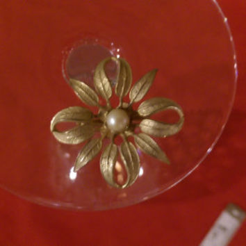 Flower Vintage Brooch Gold Tone, White stone