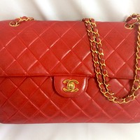 Vintage CHANEL lipstick red lambskin 2.55 classic jumbo, large shoulder bag with double side flap and golden CC closures. Rare masterpiece you must have.