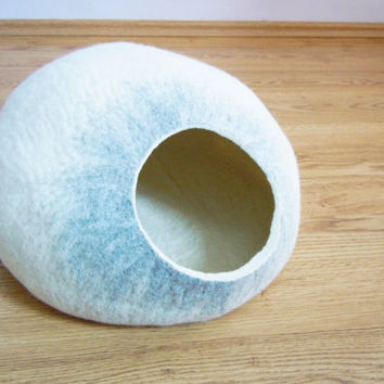 Pet bed / Cat bed / Cat cave / puppy bed / cat house / pet furniture. Felted cat bed s, m, l, xl or xxl size