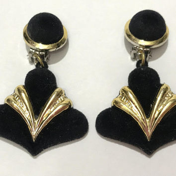 Vintage Black and Gold Clip On Earrings / Metallic Gold Plastic and Fuzzy Black Velvet / Large Unique Great Gatsby Art Deco Dangle Earrings