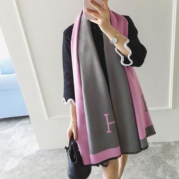 CREYU3C Fashion Women H Shawl Prorsum Cashmere Wool Scarf Monogramed Prorsum Cape Winter Scarves Letter Wraps Poncho bufanda manta