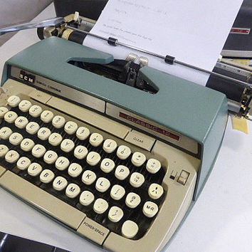 Vintage Smith Corona Italic Typewriter and Case Classic 12 Manual Typewriter Low Tech Word Processor Novel Writer's Prop Movie Prop Staging