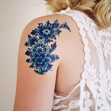 Large floral vintage Dutch 'Delfts Blauw' temporary tattoo