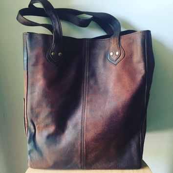 The perfect Tote Bag! Tall quality,lambskin leather, feature handles.Fully lined inside with handy side pockets,perfect shoulder market tote