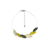 olive horn leaves necklace