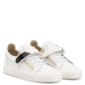 Giuseppe Zanotti Gz Frankie 1/2 White Leather Low-top Sneaker With Metal Bar
