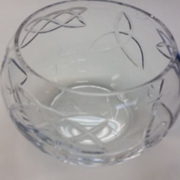 Hand cut lead crystal bowl,  Celtic knot be customized ,glass, hearts