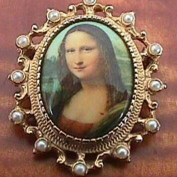 Vintage SARAH COVENTRY  Filigree Mona Lisa Cameo  Pearls Goldtone Pin Pendant