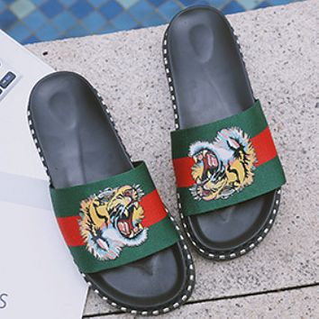 GUCCI 2018 summer new style slippers girl tiger head pattern fashion ladies sandals and slippers Red and green tiger head
