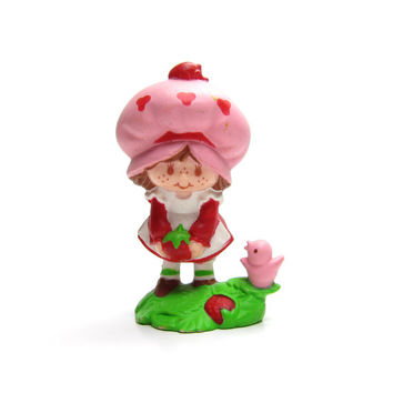 Strawberry Shortcake Picking Berries Vintage PVC Mini Figure Strawberryland Miniatures Cake Topper Figurine