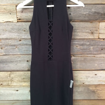 CRISS CROSS DECOLTÉ DRESS - BLACK