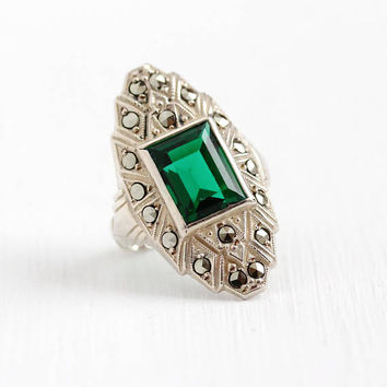 Art Deco Ring - Sterling Silver Simulated Emerald Cocktail Dinner Ring - 1930s Size 4 1/4 Statement Shield Green Glass Uncas Flapper Jewelry