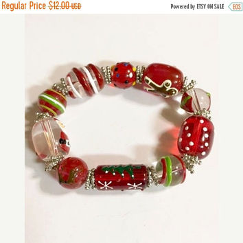 Vintage Christmas Red Art Glass Hand Painted  Stretch Bracelet
