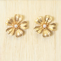 O'ahu Flower Stud Earrings