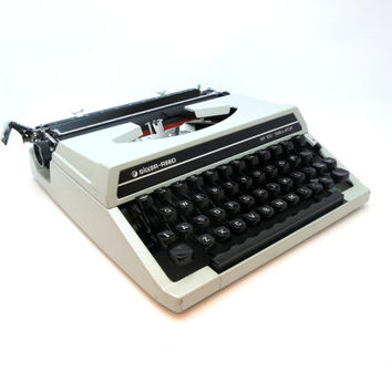 1970s  Working Vintage Manual Silver Reed SR 100 Tabulator Portable Typewriter. In Good Cosmetic Condition. Case Included.