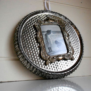Magnetic Photo Frame made from Vintage Tart Pan by LeMaisonBelle