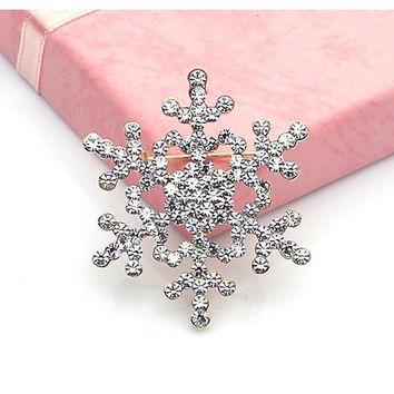 Super Deal Women's Brooch Pin Crystal Rhinestone Bling Brooches with Large Snowflake snow Theme CF