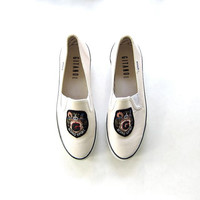 20% OFF SALE...vintage Gitanoe loafers. white slip on shoes. preppy fabric shoes.