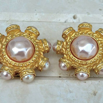 Vintage Carolina Herrera Gold Tone Pink Faux Pearl Clip-On Earrings - Retro Boho Chic / Art Deco Nouveau / Designer Signed / Classy / Spring