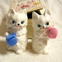 Enesco Knittin Kittens with Cry Salt Pepper Shakers, Noise maker, in Original Box, Cute Cats with Yarn, Pink and Blue
