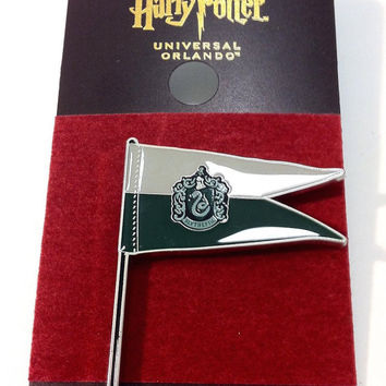Universal Studios Harry Potter Slytherin Pennant Pin New with Card